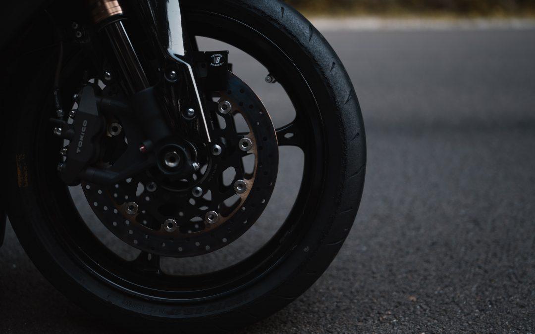 2 tipos de sistemas de frenos de moto y su mantenimiento