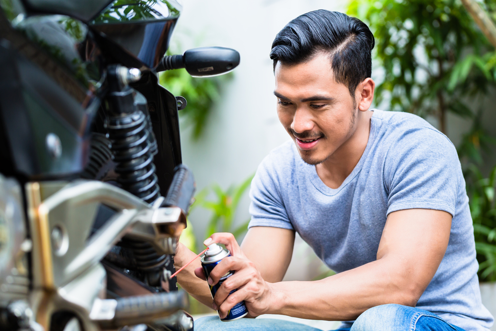 ¿Cómo cambiar la cadena de la moto? Pasos